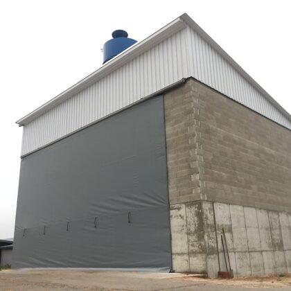 Lielizmera industriālie aizkari ar liela vēja aizsardzību-01