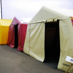 Piepūšamā karkasa teltis izstādē