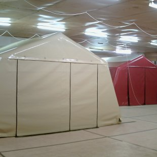 piepūšamā karkasa telts - balta un sarkana