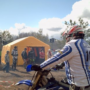DELTARS Piepūšamā telts kā komandcentrs motokrosā